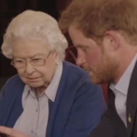 """Barack e Michelle Obama """"desafiam"""" Príncipe Harry e a Rainha Elizabeth em vídeo"""