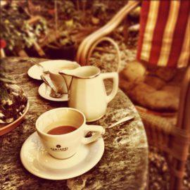 Conhece a tradição do chá das cinco?