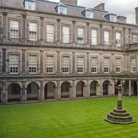 O suntuoso Palácio de Holyroodhouse